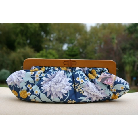 Willow Clutch - Blue chrysanthemum