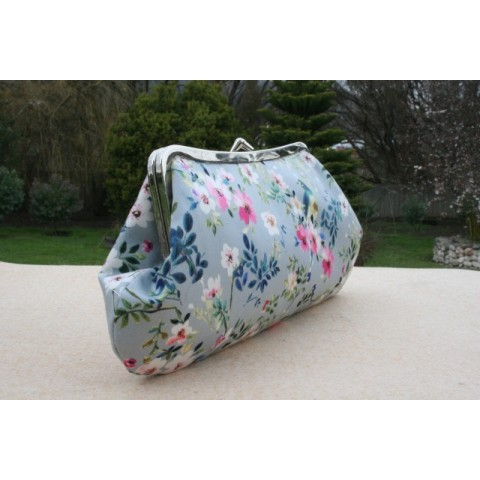 Isabella carry-all clutch - Flora & fauna