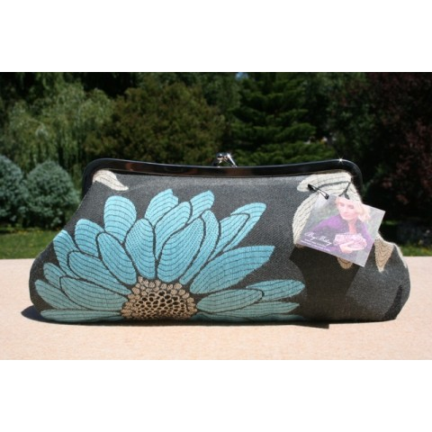 Isabella carry-all clutch - Blue floral
