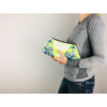 Isabella carry-all clutch - Green bouquet